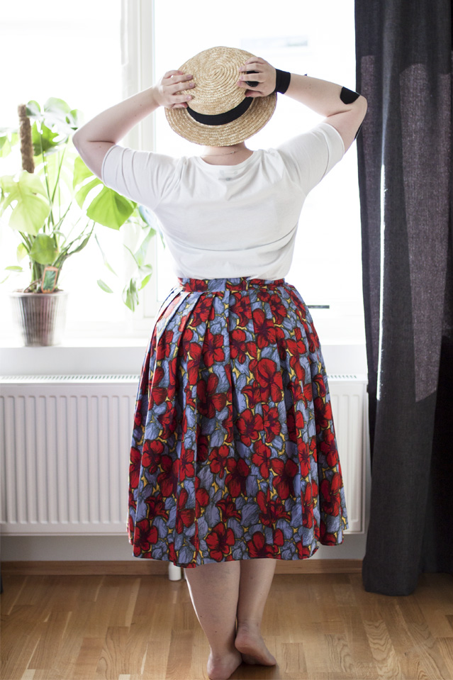 Curvy, plus size summer outfit | from lostinaspotlessmind.com
